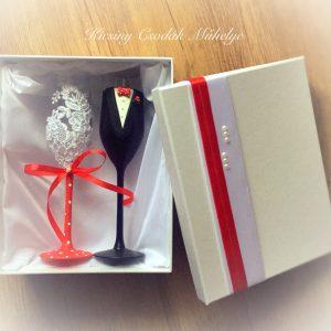 Piros pöttyös   csipke pezsgős pohár pár